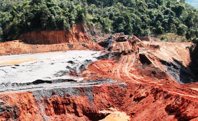 Sụp vào hố bùn thải mỏ quặng, 1 phụ nữ tử vong - ảnh 1
