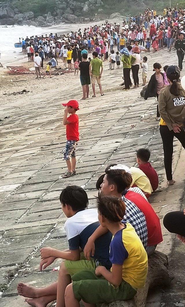 Thi thể học sinh lớp 5 mất tích trôi xa 1km trên biển  - ảnh 1
