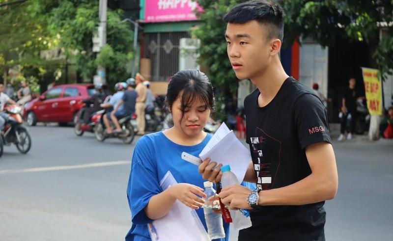 1 thí sinh mang điện thoại đi thi môn Văn bị đình chỉ thi - ảnh 1