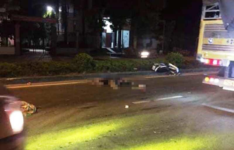 2 thanh niên tử vong tại chỗ sau khi xe máy tông xe tải - ảnh 1