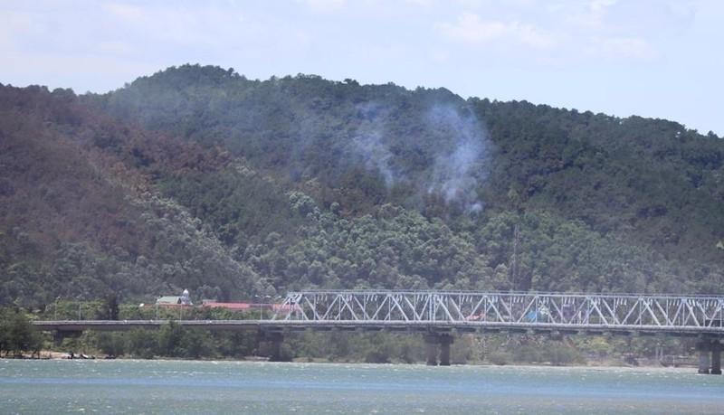 Bắt giữ người nghi gây ra vụ cháy lớn rừng núi Hồng Lĩnh - ảnh 3