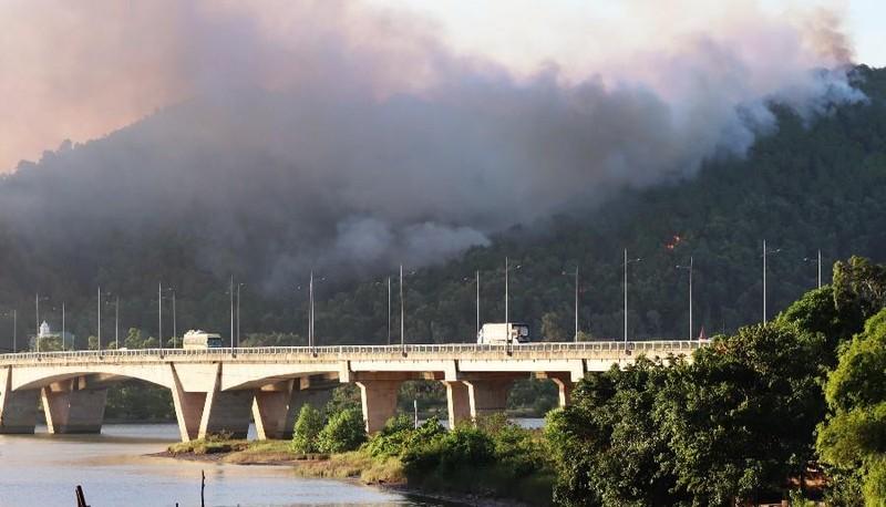 Bắt giữ người nghi gây ra vụ cháy lớn rừng núi Hồng Lĩnh - ảnh 1