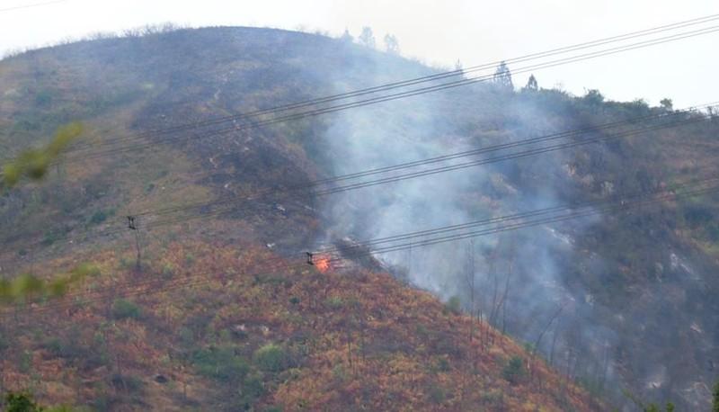 Chùm ảnh: Cận cảnh nơi cháy rừng lớn, người tử vong  - ảnh 2