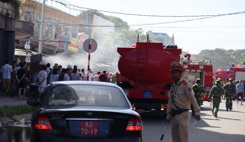 Cháy ki ốt gần bệnh viện, nhiều người hốt hoảng - ảnh 2
