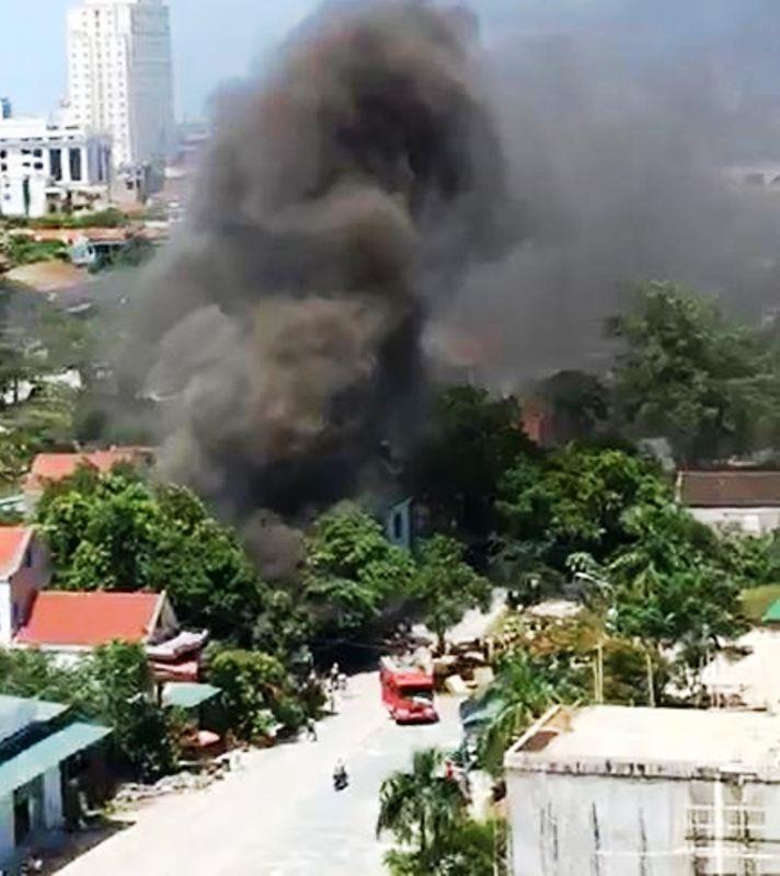 Cháy ki ốt gần bệnh viện, nhiều người hốt hoảng - ảnh 1