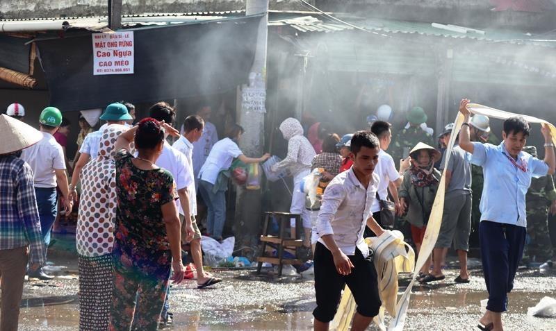 Cháy ki ốt gần bệnh viện, nhiều người hốt hoảng - ảnh 3