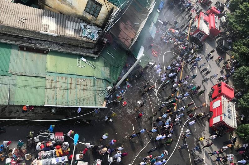 Cháy ki ốt gần bệnh viện, nhiều người hốt hoảng - ảnh 4