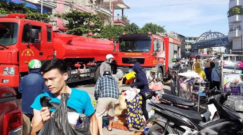 Cháy ki ốt gần bệnh viện, nhiều người hốt hoảng - ảnh 6