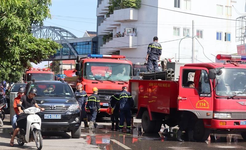 Cháy ki ốt gần bệnh viện, nhiều người hốt hoảng - ảnh 5