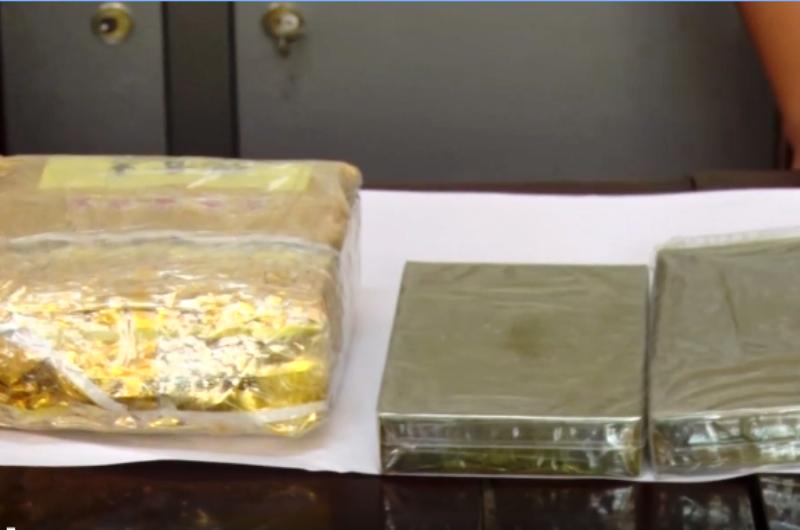 Bắt 2 kẻ chở 2 bánh heroin và ma túy đá ra Hà Nội - ảnh 2