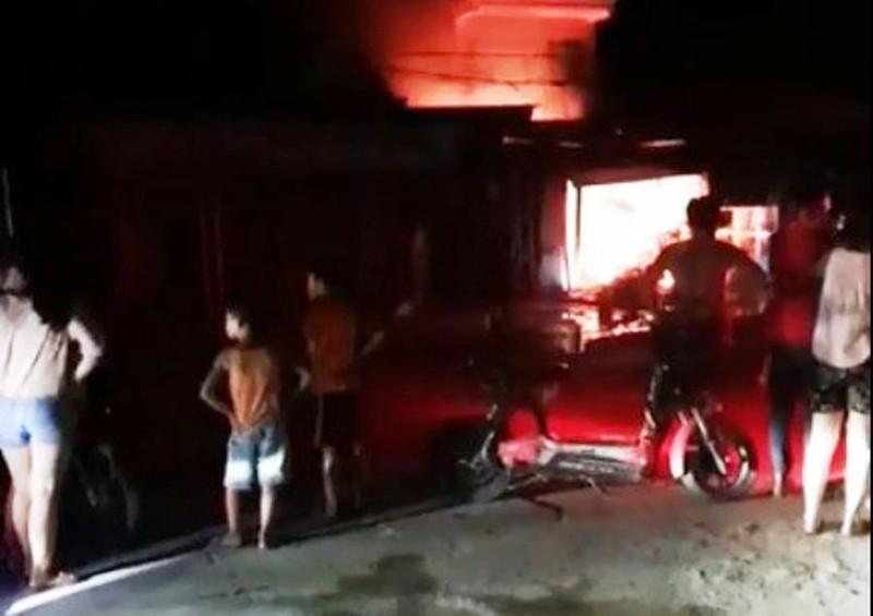 Truy bắt kẻ phóng hỏa đốt cháy ki ốt của người mẹ đơn thân  - ảnh 1