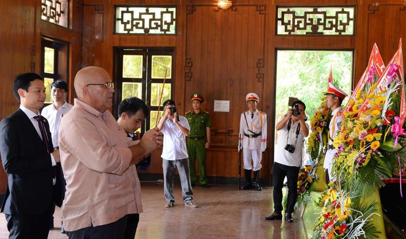 Trang trọng lễ tưởng niệm 50 năm ngày mất Chủ tịch Hồ Chí Minh - ảnh 1
