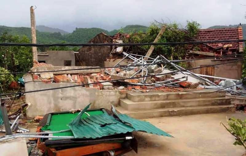 Bão chưa vào, hai nhà đã sập và 40 nhà bị tốc mái - ảnh 1