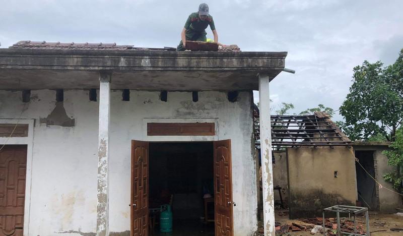 Bão chưa vào, hai nhà đã sập và 40 nhà bị tốc mái - ảnh 3