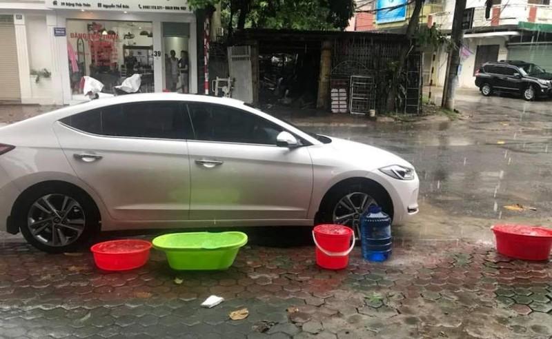 Vì sao mưa lụt nhưng toàn TP Vinh bị cắt nước máy? - ảnh 1