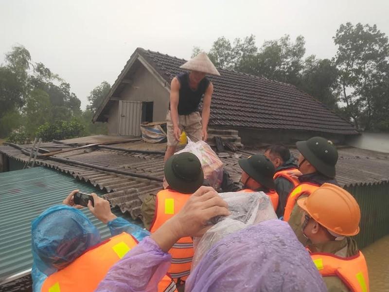 Vẫn còn 6 người dân tộc Chứt mắc kẹt bởi mưa lũ - ảnh 2