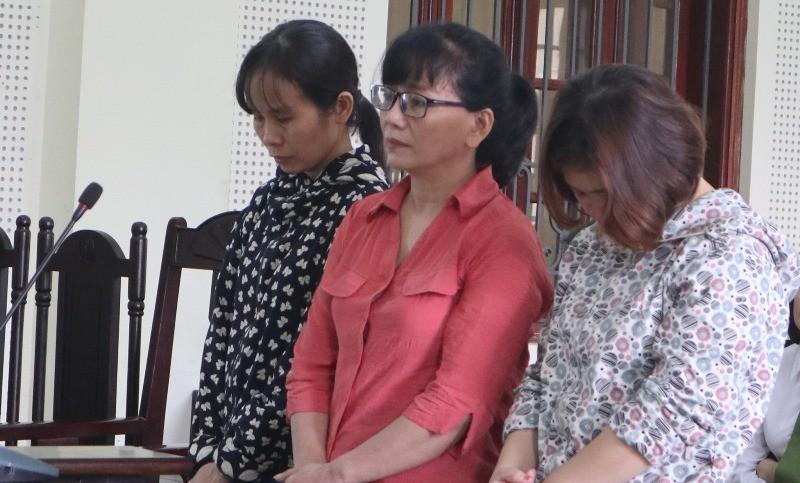 Nữ cán bộ giúp 2 phụ nữ lừa chạy việc ngành y - ảnh 1