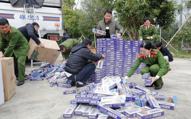 Chặn đứng vụ chở 10.000 bao thuốc lá lậu ra Hà Nội  - ảnh 1