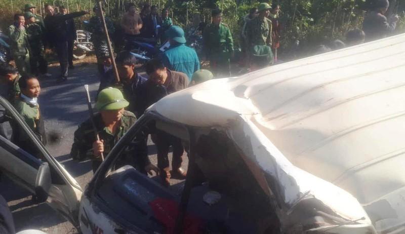 Lật xe chở đoàn từ thiện, 9 người thương vong - ảnh 1