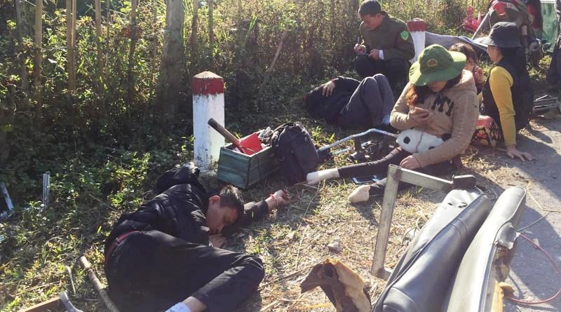Lật xe chở đoàn từ thiện, 9 người thương vong - ảnh 2