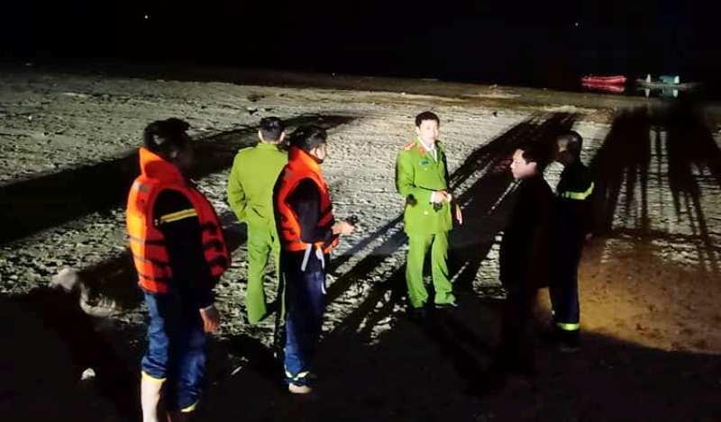 Đang tìm kiếm 2 người đàn ông mất tích trên sông Lam  - ảnh 2