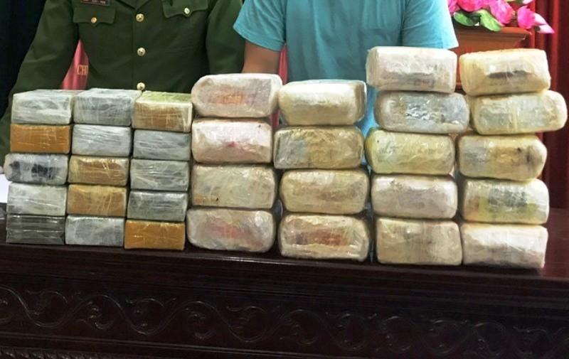Hàng chục cảnh sát mai phục ở rừng bắt 5 kẻ ôm 30 bánh heroin - ảnh 2