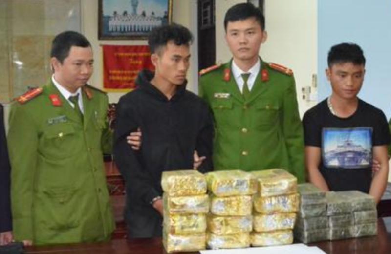 Phá chuyên án đường dây ma túy có vũ khí, bắt 2 người Lào - ảnh 1