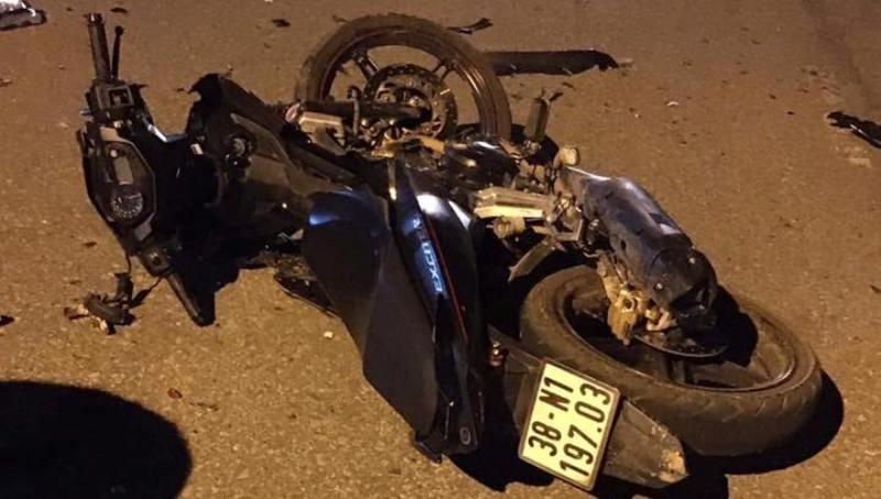 2 xe máy tông nhau, 5 người thương vong  - ảnh 2