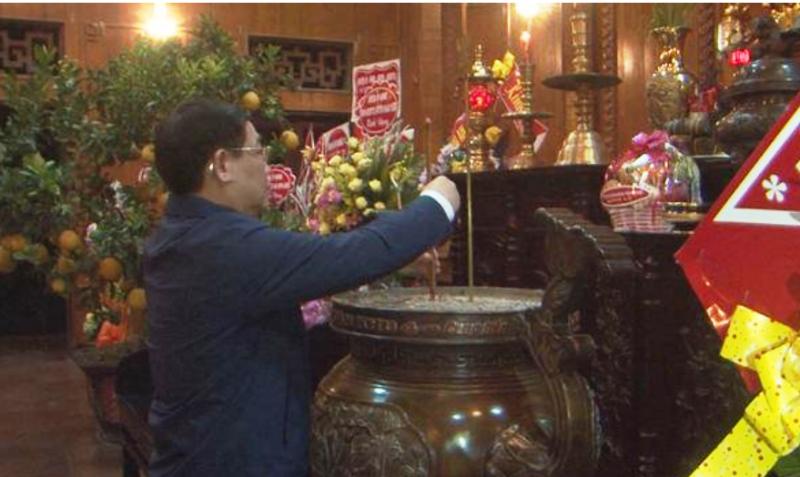 Phó Thủ tướng Vương Đình Huệ 'vi hành' chợ cuối năm - ảnh 1