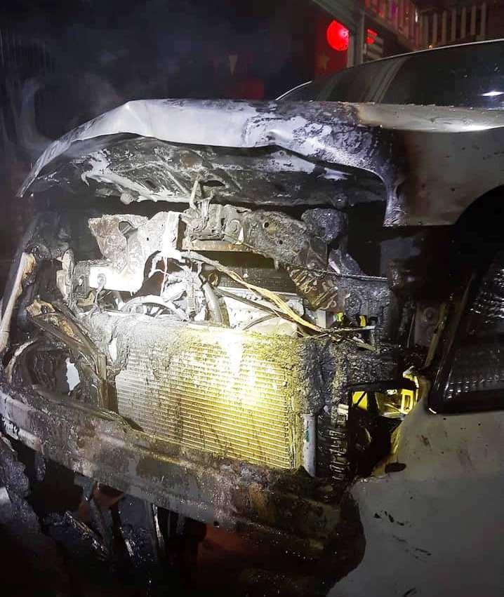 Xe hơi bất ngờ bốc cháy mùng 1 tết - ảnh 1