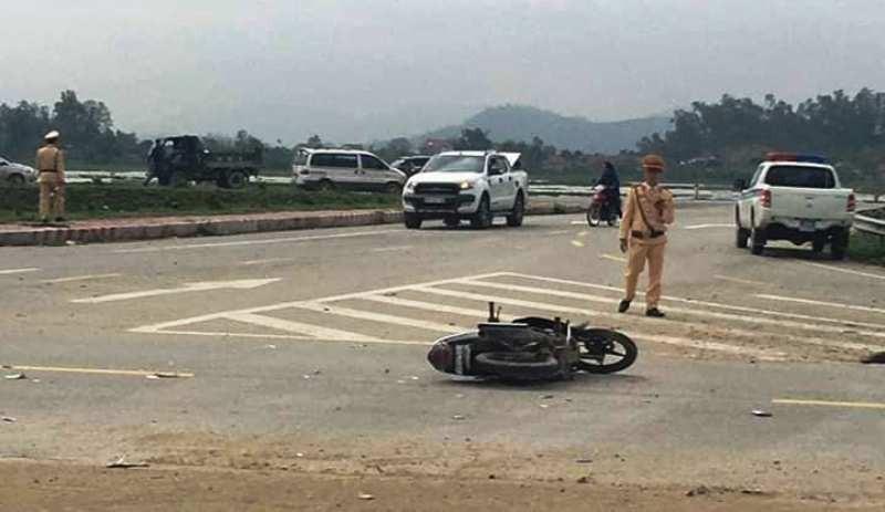 Chạy xe máy đưa cơm đến viện cho vợ, 2 cha con bị nạn - ảnh 1