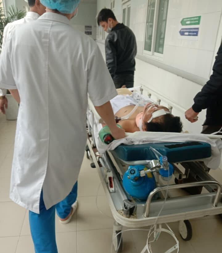 Chạy xe máy đưa cơm đến viện cho vợ, 2 cha con bị nạn - ảnh 3