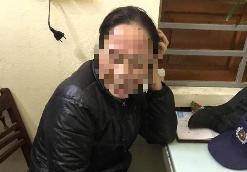 Người phụ nữ bị dân vây bắt vì nghi thôi miên lấy tiền - ảnh 2