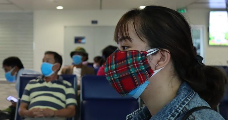 Đi máy bay mùa dịch COVID-19: Trùm kín như Ninja - ảnh 3