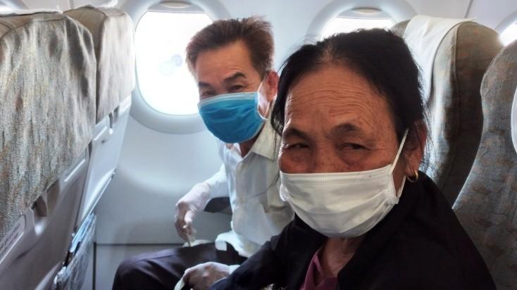 Đi máy bay mùa dịch COVID-19: Trùm kín như Ninja - ảnh 10