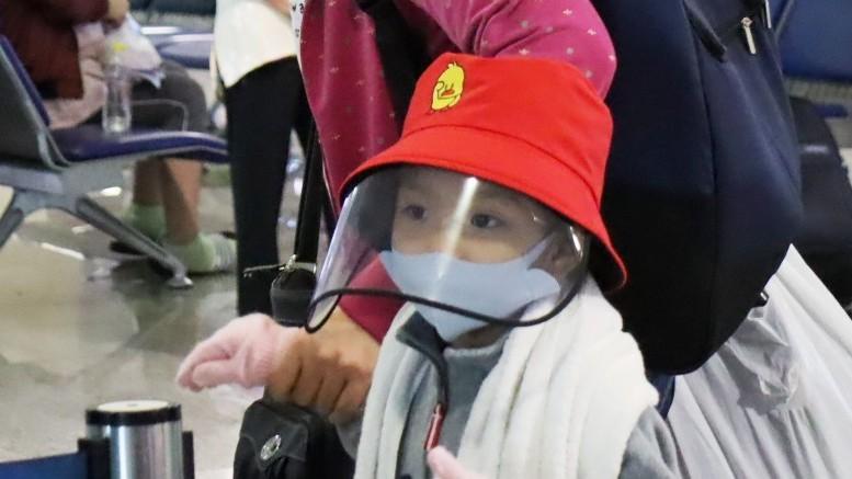 Đi máy bay mùa dịch COVID-19: Trùm kín như Ninja - ảnh 5