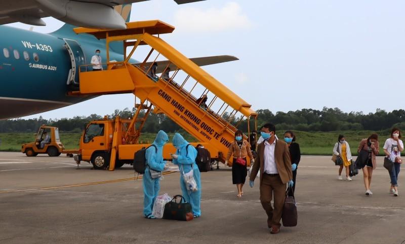 Đi máy bay mùa dịch COVID-19: Trùm kín như Ninja - ảnh 13