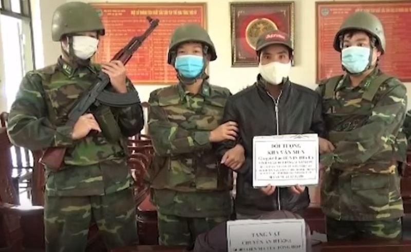 Bắt thanh niên mang 60.000 viên ma túy từ Lào vào Việt Nam  - ảnh 1