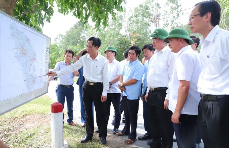 Bí thư Nguyễn Thiện Nhân thăm, tặng quà người dân Nghệ An  - ảnh 2