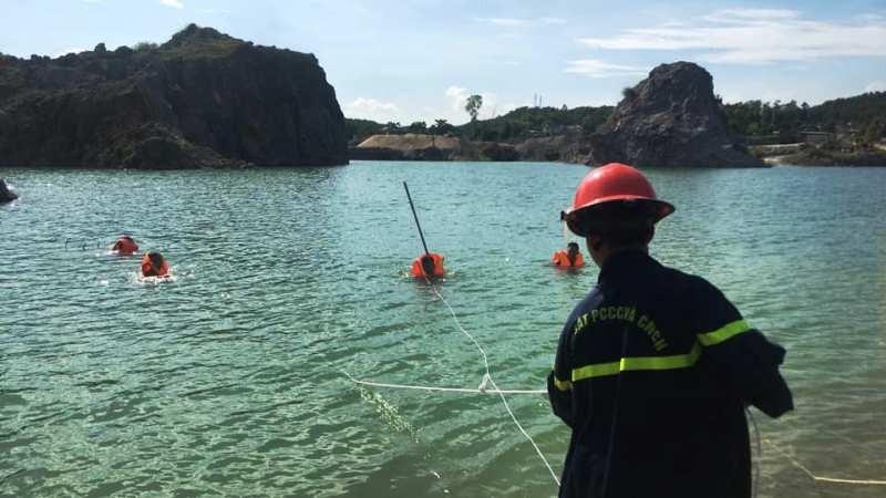 1 học sinh đuối nước ở hồ sâu từng khai thác đá - ảnh 1