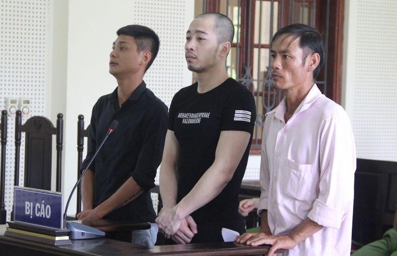 Kẻ thuê người vứt 500 kg ma túy đá bên đường lĩnh 42 tháng tù  - ảnh 1