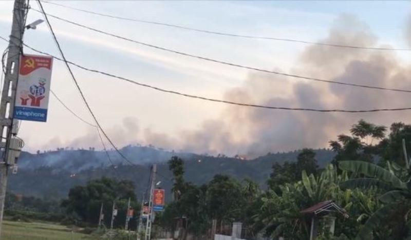 Thắp hương gây ra vụ cháy rừng dữ dội  - ảnh 2