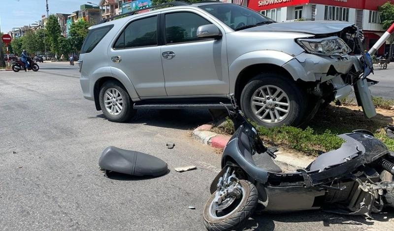 Người trong cuộc nói về 'đứng bấm điện thoại' sau tai nạn  - ảnh 2