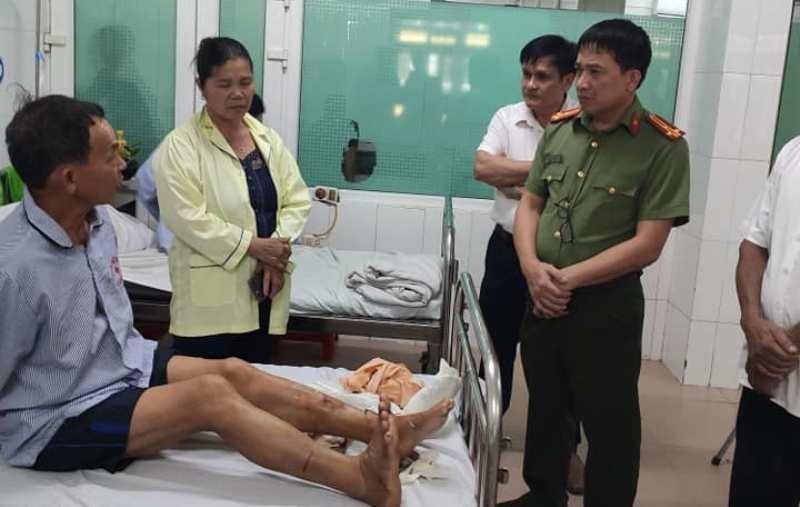 Bắt khẩn cấp người chém công an viên đứt gân chân - ảnh 1