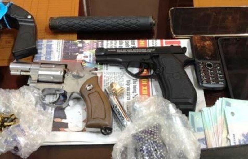 Khởi tố 3 người rao bán súng đạn trên mạng - ảnh 2