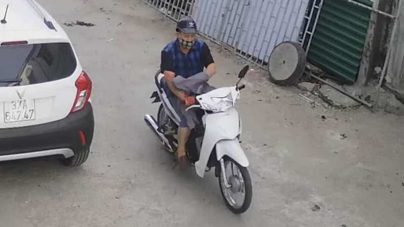 Cảnh sát công khai hình ảnh tìm nghi phạm đâm chết người  - ảnh 3