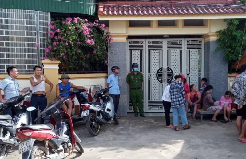Dân nằm trước nhà nguyên phó công an huyện để đòi tiền  - ảnh 3