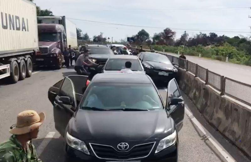 Cảnh sát nổ súng bắt 5 người chở heroin trên ô tô  - ảnh 1