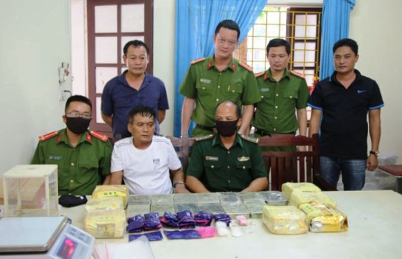 4 anh em họ cùng đi buôn bán ma túy - ảnh 1