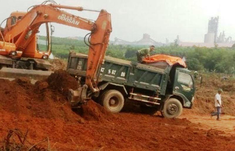 Kỷ luật chủ tịch xã để khai thác đất bán cho nhà máy xi măng - ảnh 2